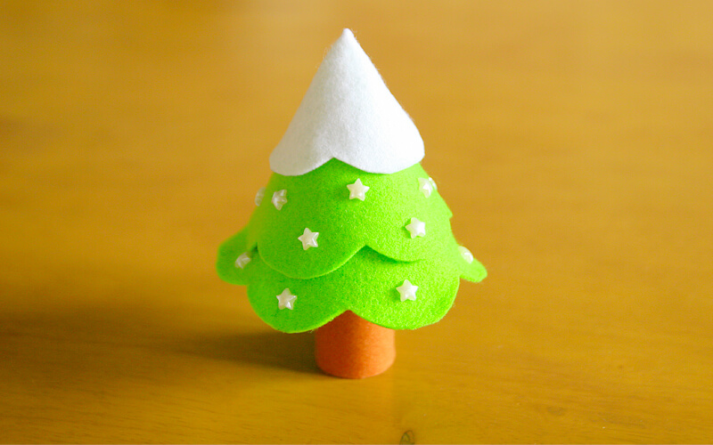 フェルトクリスマスツリー完成