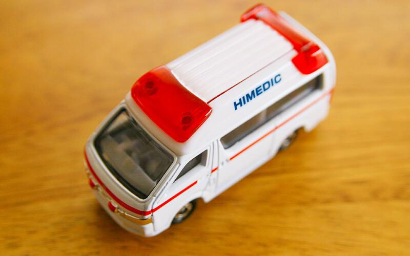 トミカ救急車