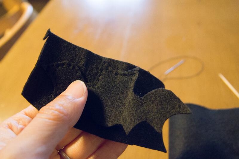 ハロウィン小物コウモリネクタイ縫う
