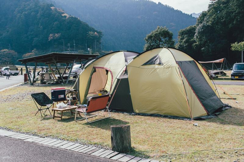 白川渡オートキャンプ場テント設営の様子