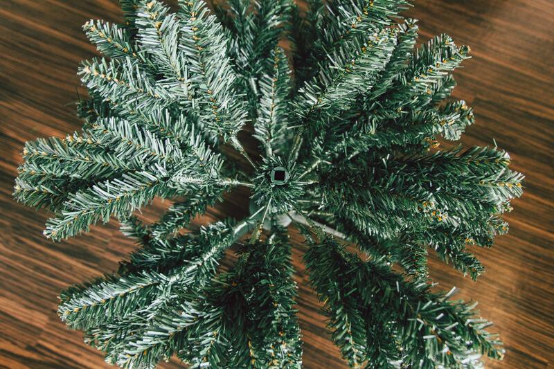 ニトリのクリスマスツリー上から
