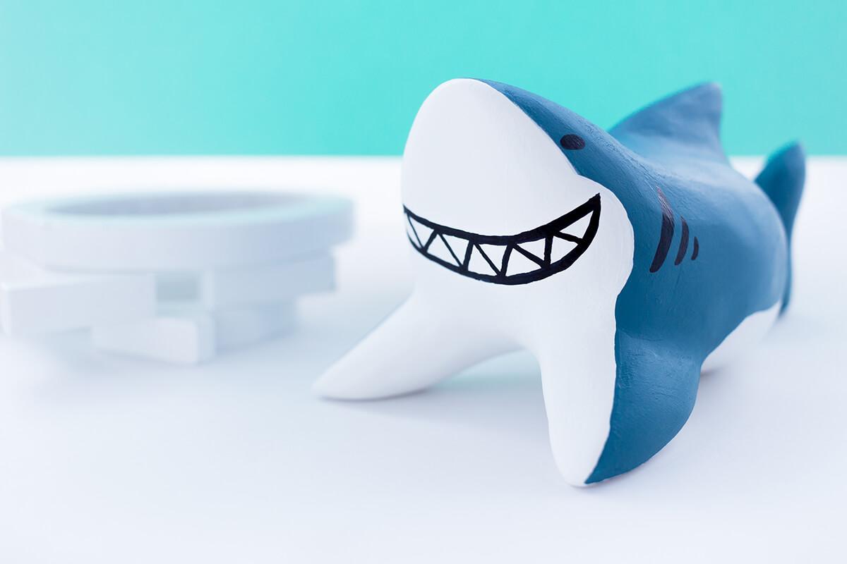 サメの木製人形9