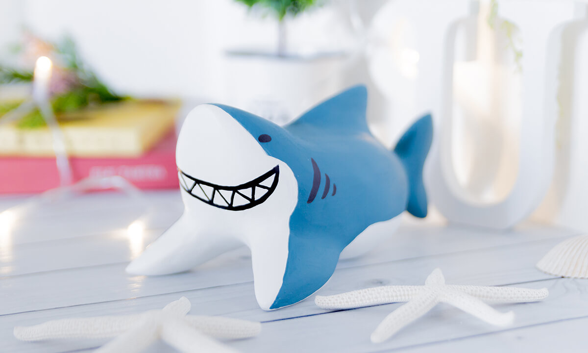 サメの木製人形1