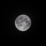 α6000で撮った月をトリミングしている写真