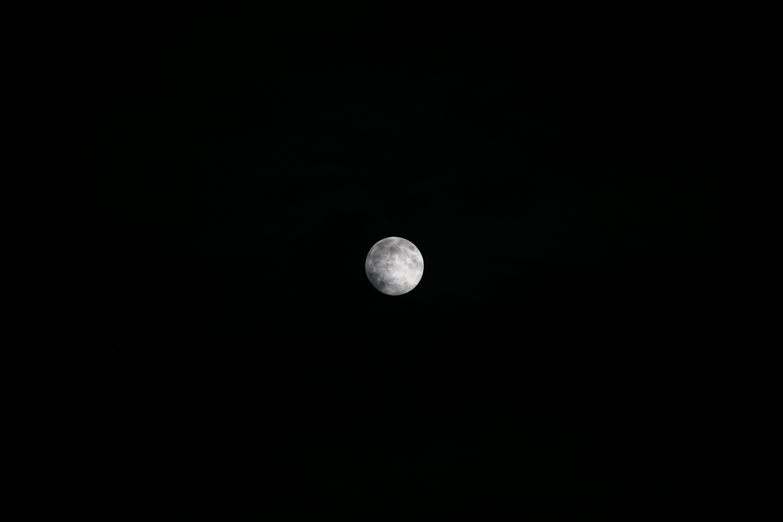 α6000の200mmで撮った月の写真