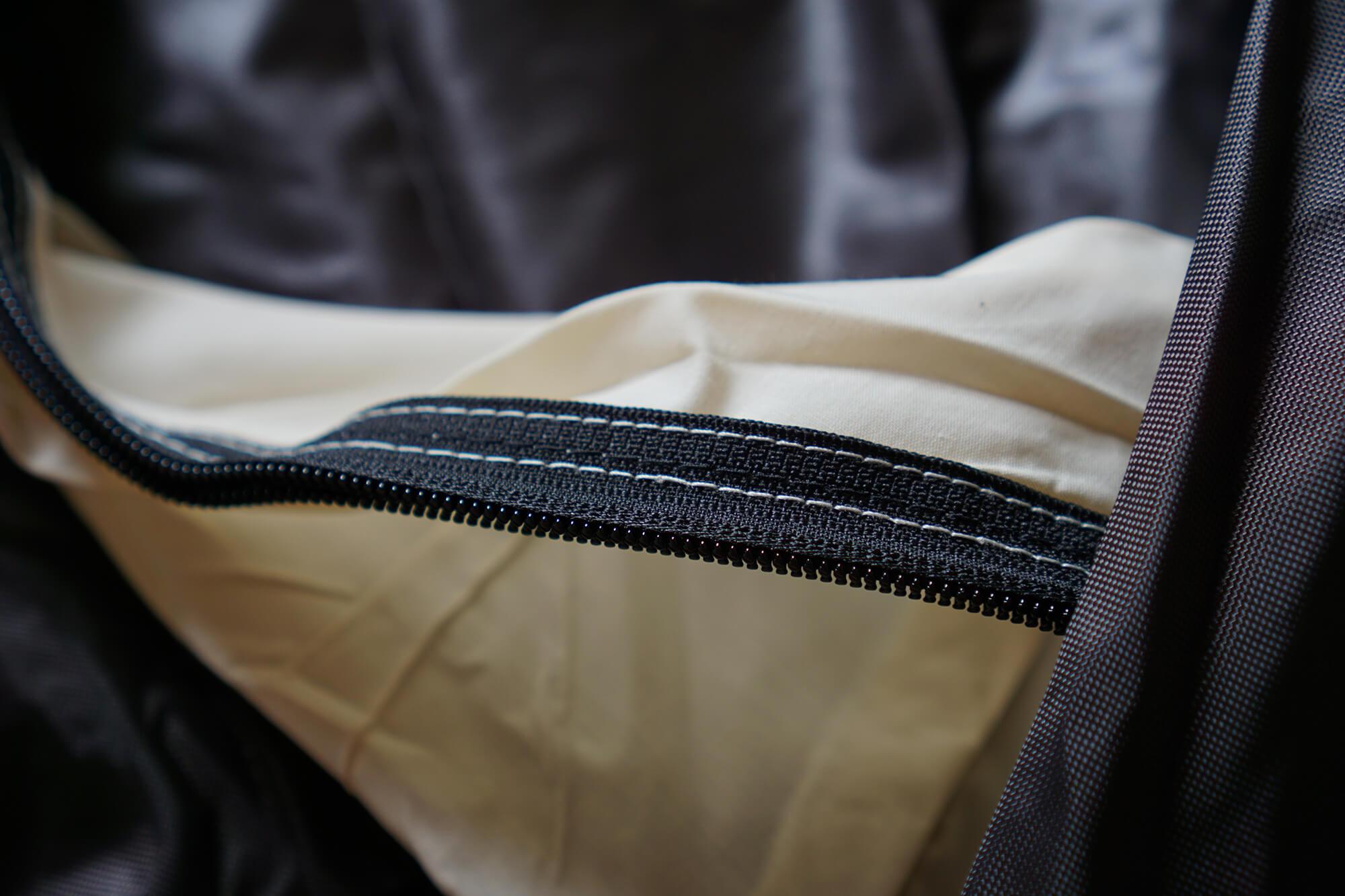 UJackのワンポールテントの縫製の様子2